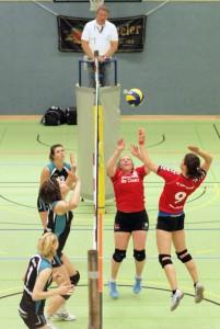 Dr. Claar ist Haupt- und Trikotsponsor des TSV Jahn Damenvolleyball