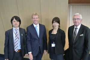 Dr. Claar mit Kongress-Teilnehmern in Osaka, 2013