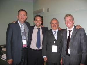 Dr. Michael Claar mit Dr. Dariusz Pituch, Dr. Konstantinos Valavanis und Dr. Achim Wöhrle beim PSI/ICOI/DGOI Cooperation Meeting